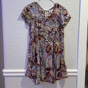 Cute patterned T-shirt like dress.